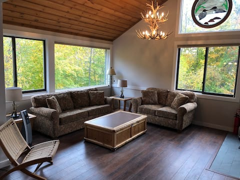 5 star views! 5 star decor! Rent and relax here!