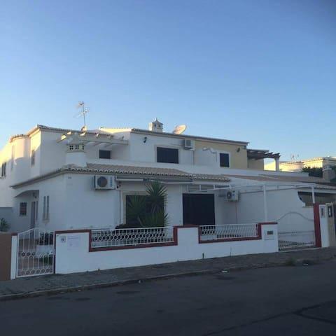 Vivenda Tofer - Pêra - House