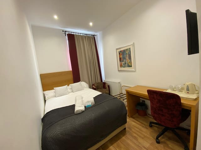 Room 6 -Smart Room located near Westfield shopping