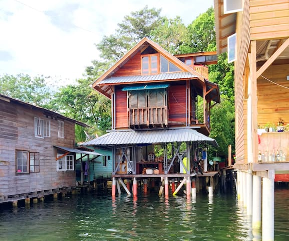 Artist's House on the Sea - Bocas del Toro Isla Colon - Hus