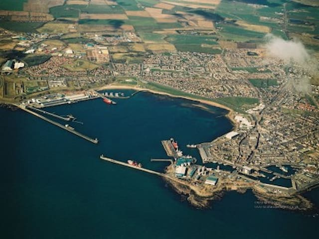 Peterhead Harbour.... Cosy Room :)