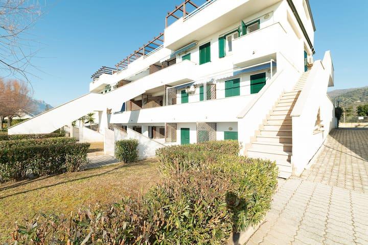 Gemütliches Apartment in Policastro Bussentino mit Pool