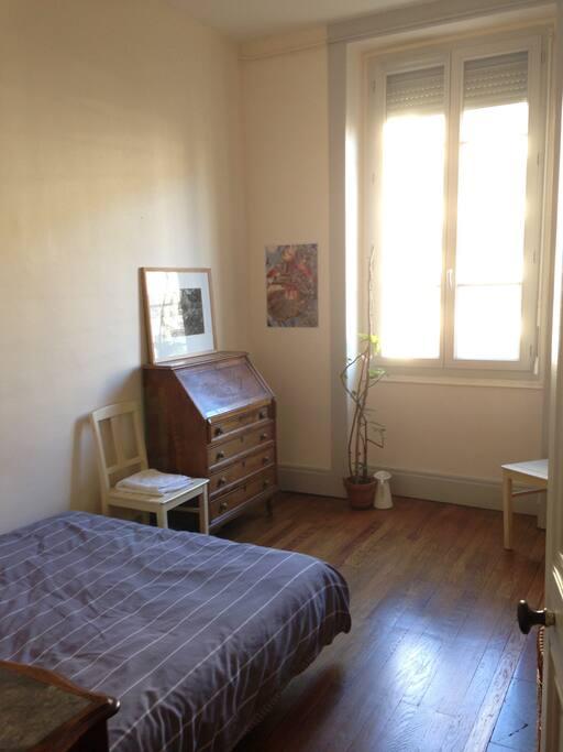 chambre calme pr s gare part dieu appartements louer lyon rh ne alpes france. Black Bedroom Furniture Sets. Home Design Ideas