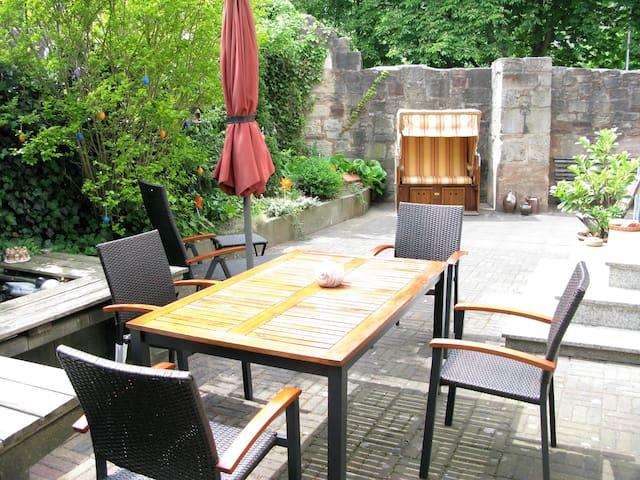 Die Gartenoase in der historischen Altstadt - Hann. Münden - Selveierleilighet