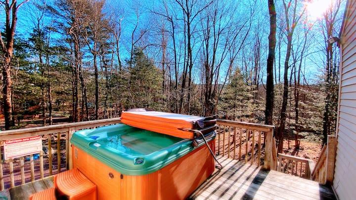 Lake Harmony Estate Cabin!!!  FIRE PIT, HOTTUB!!