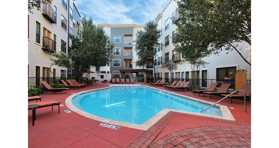 UPSCALE 2/2 W/ BALCONY DOWNTOWN AUSTIN! 3RG2CA - Austin - Apartment