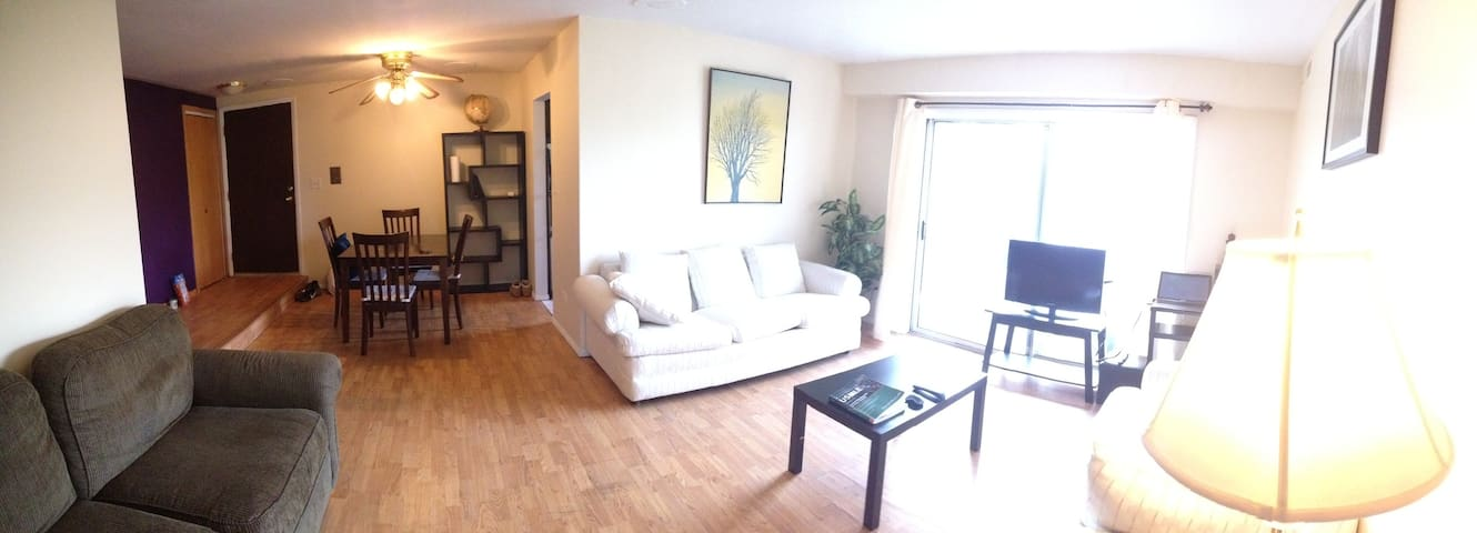 Beautiful CRESTWOOD 2BR CONDO - Crestwood - Apartament