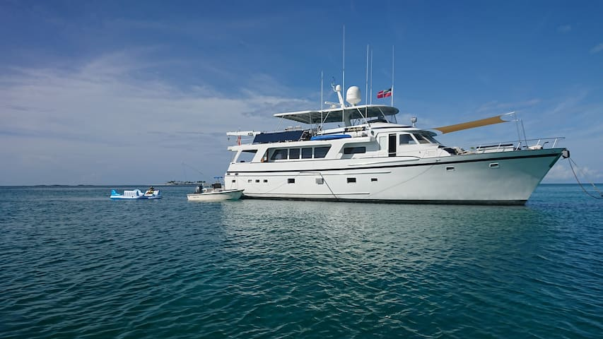 Motor Yacht in the Abacos.