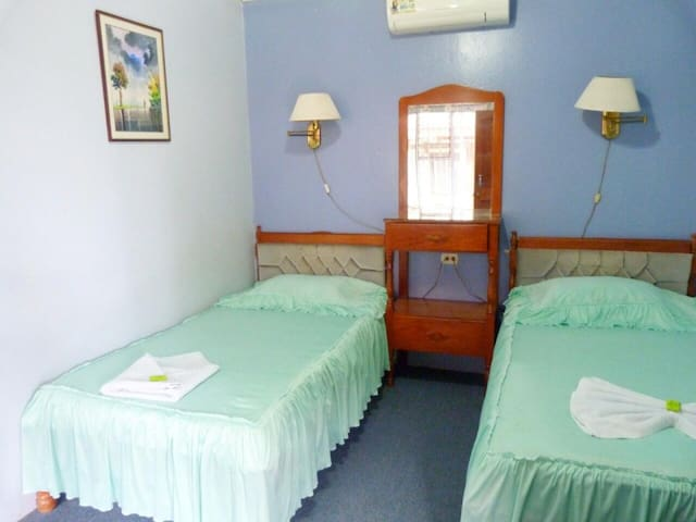 Double room with 2 beds on the ground floor with A/C. Hotel Naralit