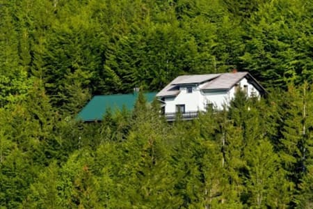 Secluded Holiday Home with Jacuzzi in Kozji Vrh