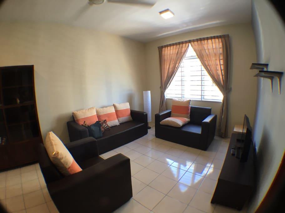 KK Cozy 3BD Homestay - Living Room