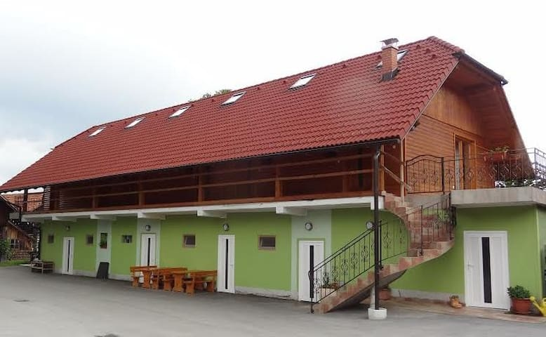 Open green house, Tabor, Slovenia - Ojstriška Vas - Bed & Breakfast
