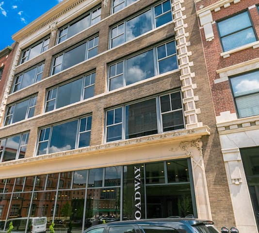 Loft Downtown By Convention Center w/ Free Parking