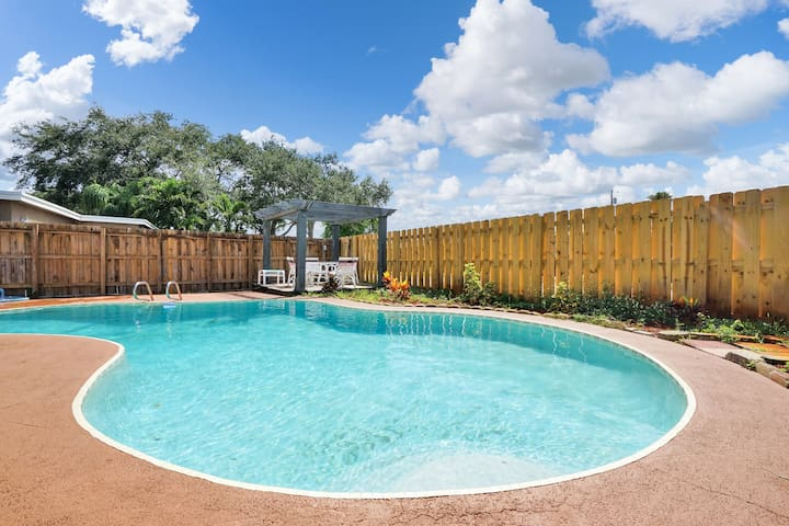 Ft Lauderdale Pool Home 3 Bed & 2 Bath