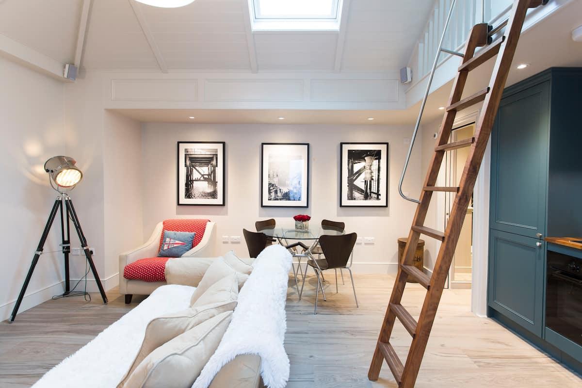 Split-Level Studio Flat in Central London