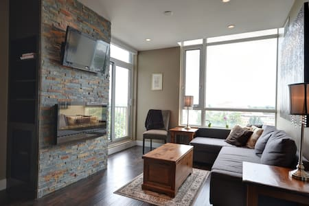 Uptown Loft with Gorgeous View - Waterloo
