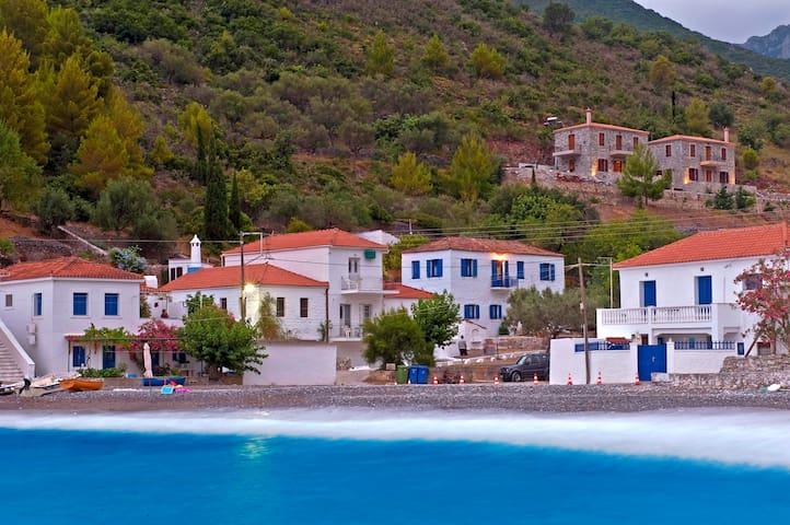 Μariannas Stone house - Kyparissi