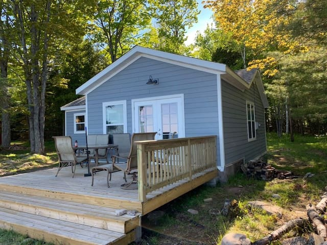Serene Lake Superior Cottage- Sleeps 8
