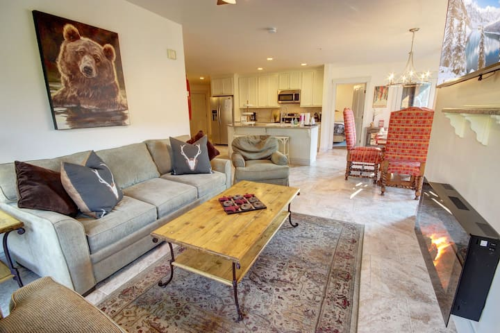 Big living room great for entertaining guest