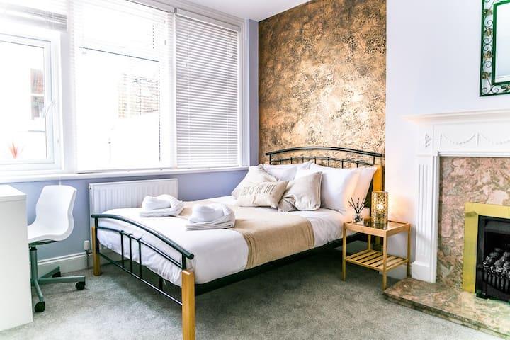 Seven Sisters - Private Double Bedroom - En-suite - Eastbourne - Apartotel