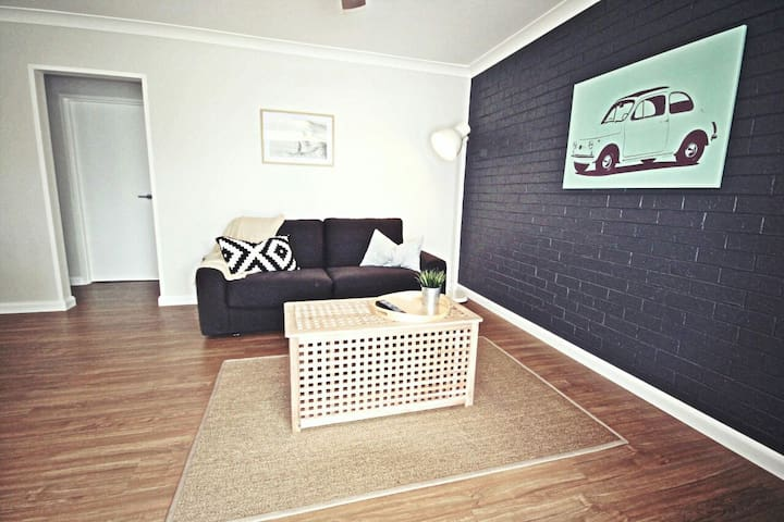 Luxe North Beach: Sunlit 2BR - North Wollongong - Apartment