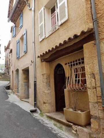 Charmante Maison de village - Aups - House