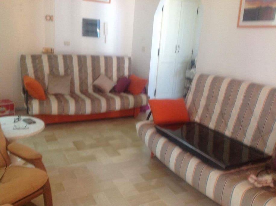 Salon avec 2 canapés lits (4 places)
