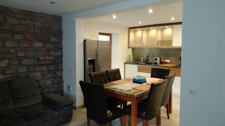 Luxury 4 bedroom house air-con