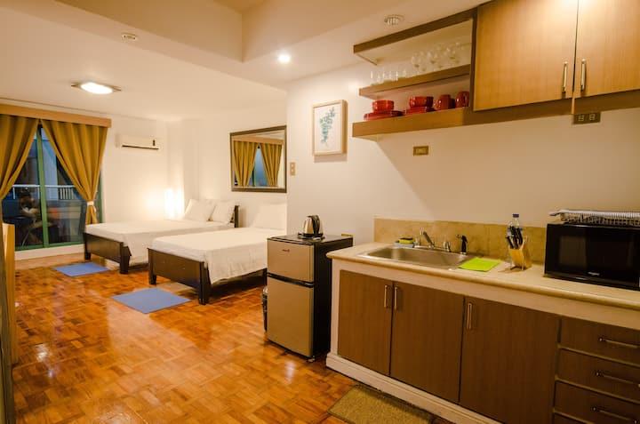 Poblacion Makati renovated studio sleeps 4+NETFLIX