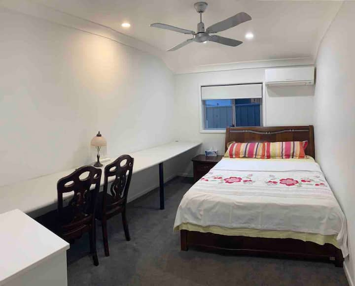 Private Room - Air Conditioned - Unlimited Wifi