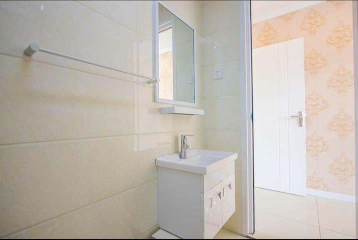 鸽子窝公园附近三室双卫双淋浴公寓出租