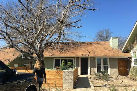 Cozy & clean University Hills home - Austin - House