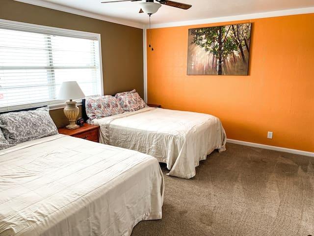 Guest bedroom 3 - 2 Queen beds