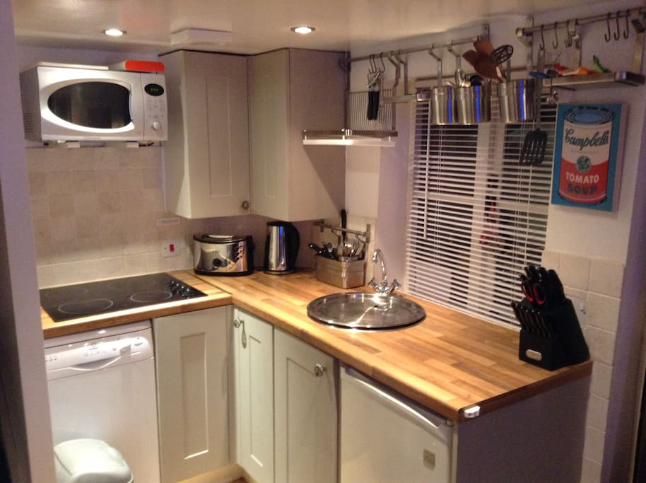 Kitchen has all you'll need for a short break including dishwasher.
