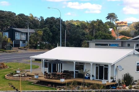 Little Manly Beach View Villa - Whangaparaoa