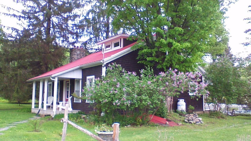 Eastern Townships Country Home - Frelighsburg