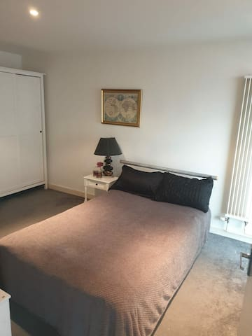 Large Double Bedroom in Stratford London Zone 2