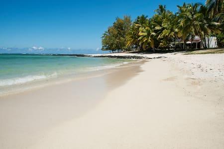 Beach front villa in Belle Mare - Quatre Cocos
