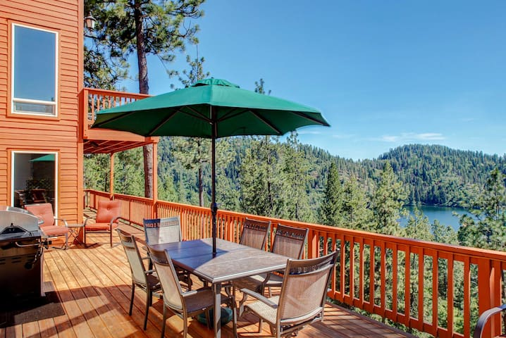 'Two Lakes View Lodge' in Coeur d'Alene w/ 3 Decks