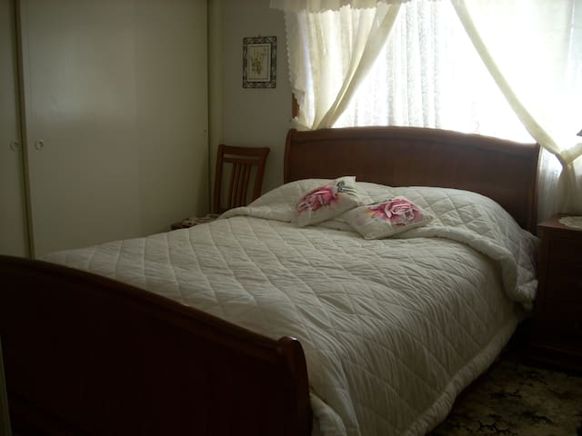 Elaine's Bed & Breakfast - Laurieton - Huis