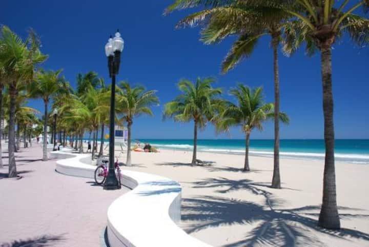 Unit #3 - Ft. Lauderdale, beaches, airport. Prime location! Harbouside Flats
