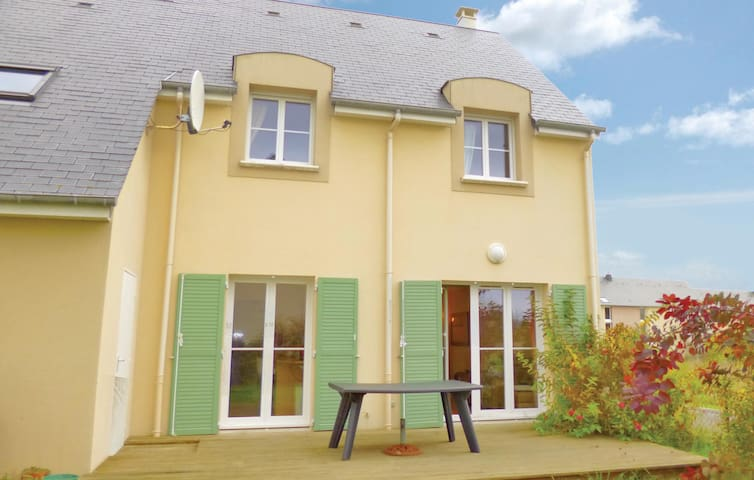 Holiday cottage with 4 bedrooms on 94 m² in Port-en-Bessin-Huppain