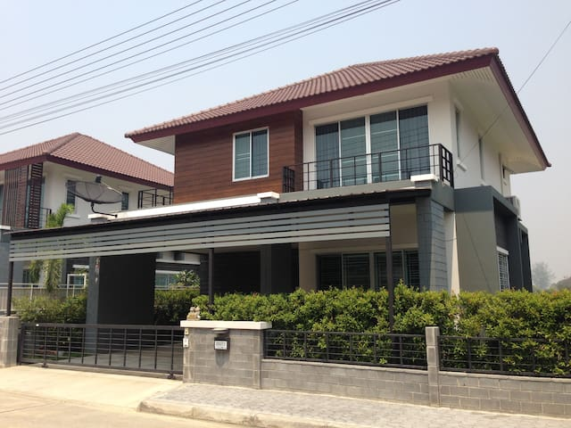 Comfortable 3BR House,San Kamphaeng - Tambon Ton Pao - House