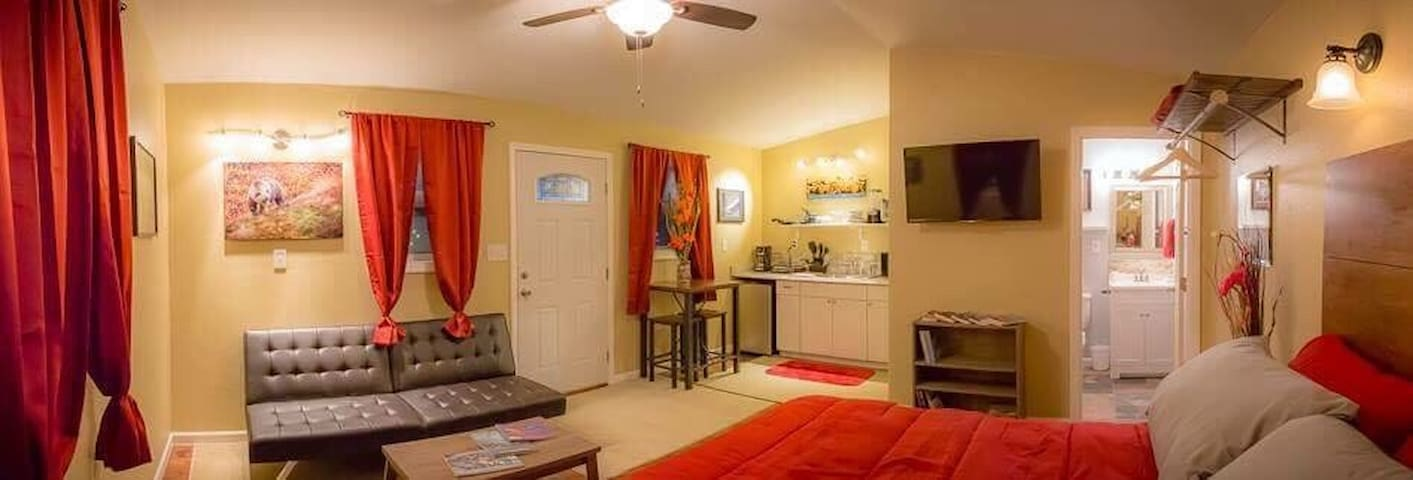 Talkeetna villas and tours red room