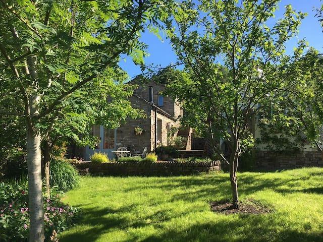 Ellerbank Cottage - A Garden Retreat