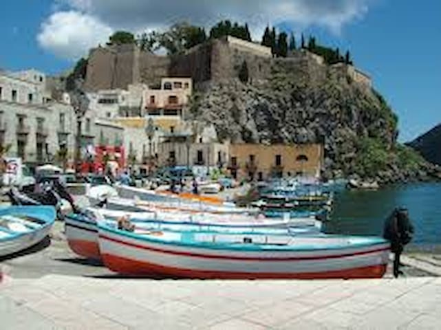 Guidebook to the other Eolian Islands