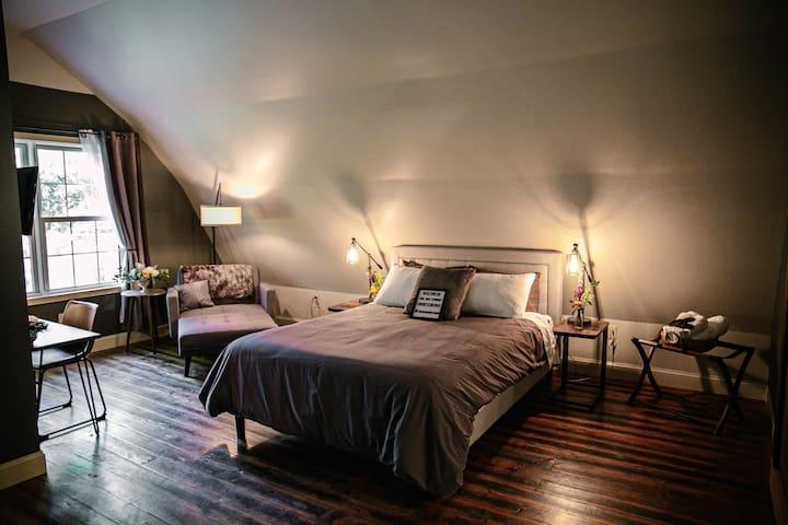 Rhino Room - The Old Catskill Game Farm Inn
