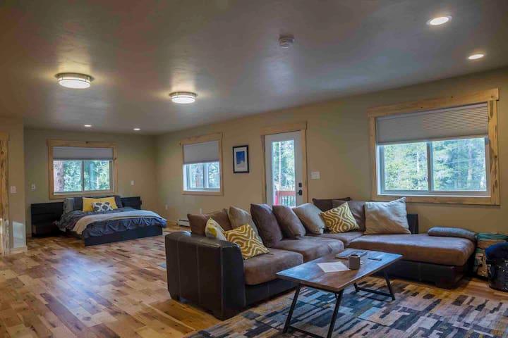 Private studio apartment in Blue River
