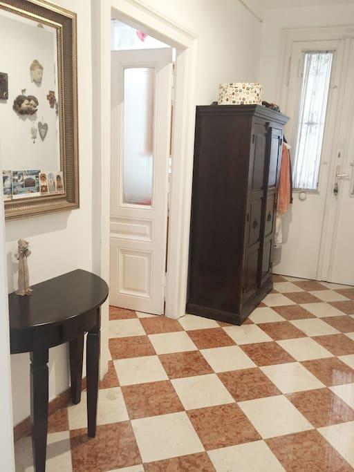Eingang / Vorzimmer mit Marmorboden