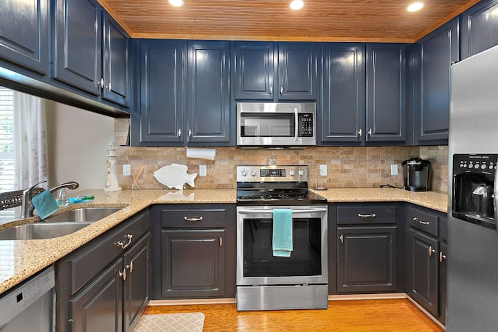 4BR Townhome near Village and Beaches